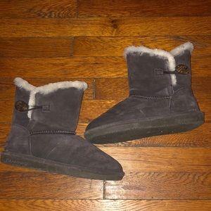 BearPaw Rosie boots choc brown suede button sz 7